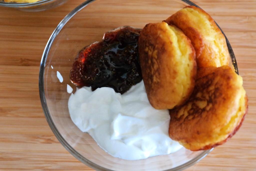 Ricotta doughnuts with cream and jam
